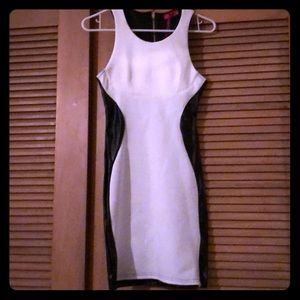 Dresses & Skirts - ⭐️ Black and white dress⭐️